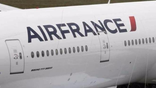 """Извънредна ситуация със самолет на """"Ер Франс"""", съобщава """"Спутник нюз""""."""