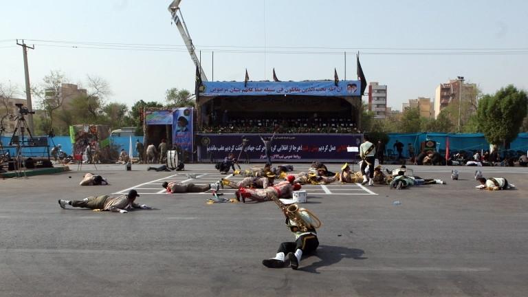 Няколко души са убити, след като неизвестен брой нападатели откриха