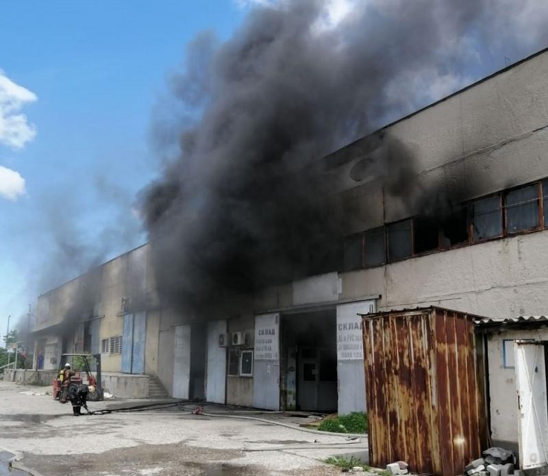 Пожар унищожи покрива на склад във Видинско, съобщиха от МВР.