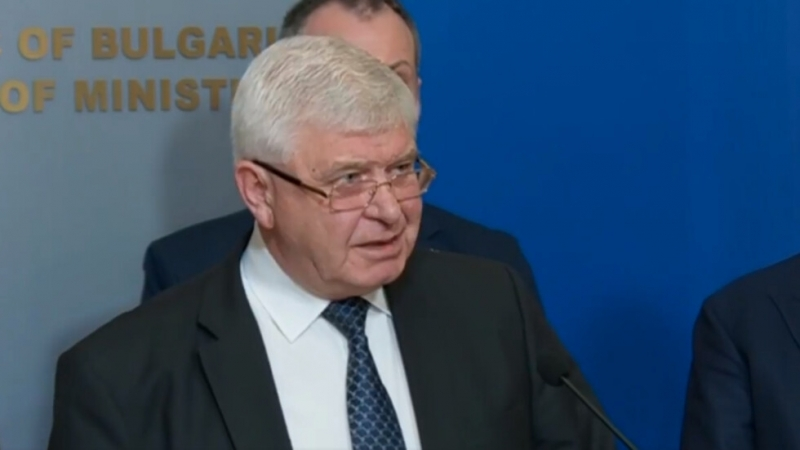 Здравният министър Кирил Ананиев издаде заповед, с която удължава срока
