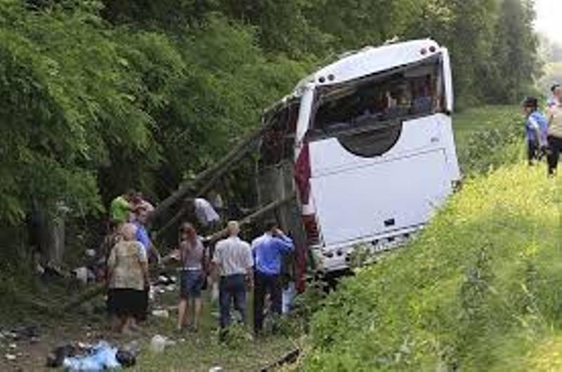 Автобус с петима пътници се обърна в канавка край Пловдив