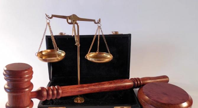 Районният съд в Дупница е признал за виновна в длъжностно