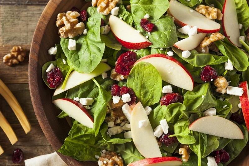 Учени съветват как да усвоим по-добре витамините в салатата