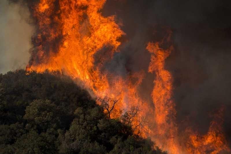 Четвърти пореден ден се борят с пожара между Стара Загора и Хасково