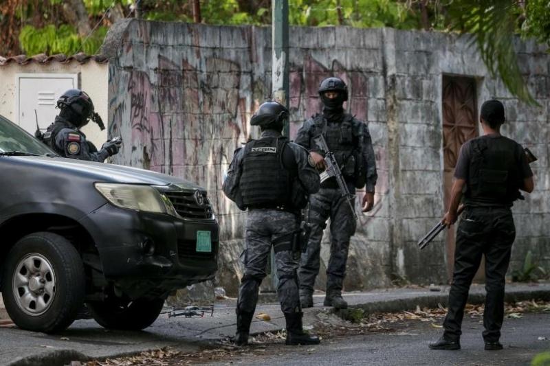 29 убити и 19 ранени при сблъсъци в затвор във Венецуела
