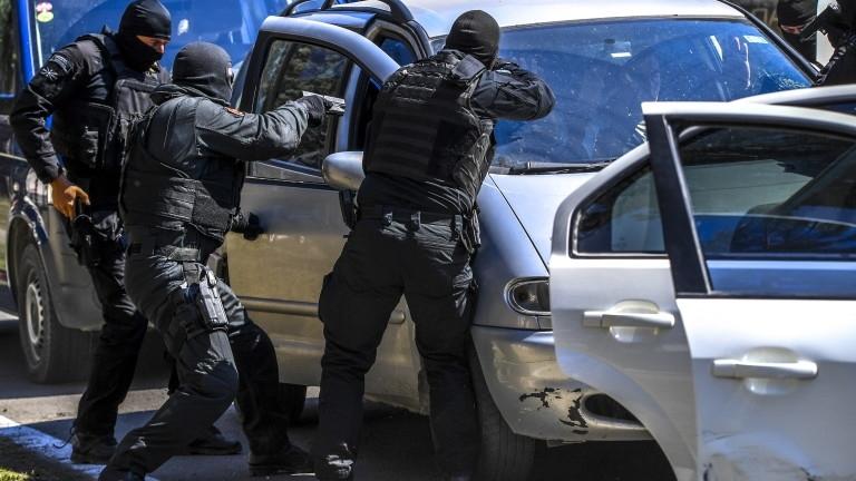 Властите в съседна Македония провеждат мащабна спецакция за борба с