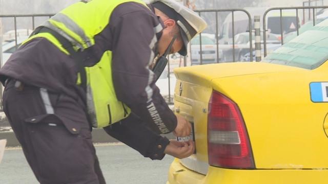 Полицаи свалиха номерата на кола в Козлодуй, били фалшиви, съобщиха