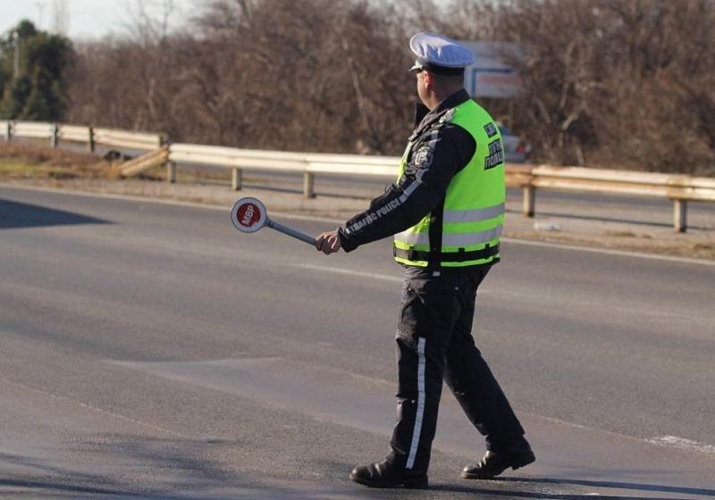 Един автомобил и два мотопеда бяха спрени от полицията във
