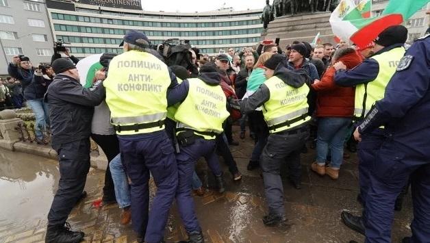 Хотелиери и ресторантьори не отмениха протеста си пред Народното събрание