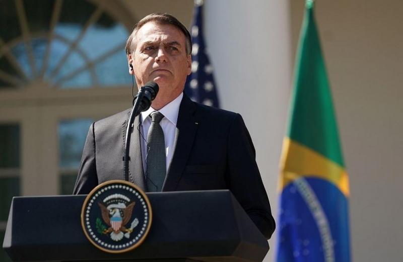 Президентът на Бразилия Жаир Болсонаро помилва по случай Коледа полицаи,