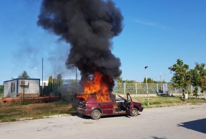 В Козлодуй запалиха нарочно кола, за да покажат как се гаси /снимки/