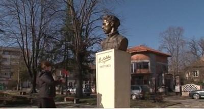 Пенсионерка дари спестяванията си за паметник на Апостола в Мездра