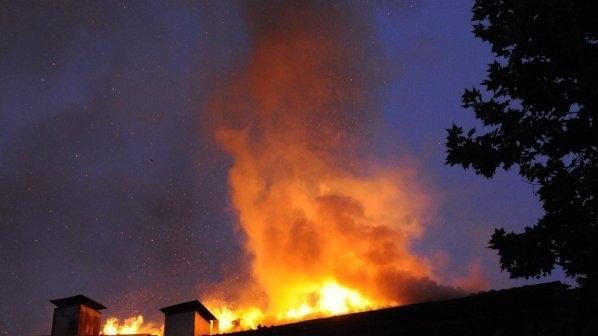 Къща за гости се е запалила във видинско село, информираха