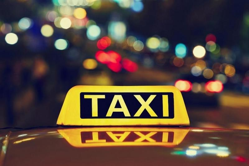 Стотици таксита, автобуси и други коли от почти всички румънски
