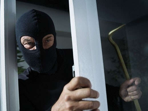 Опит за кражба на хладилник и електрическа печка е бил