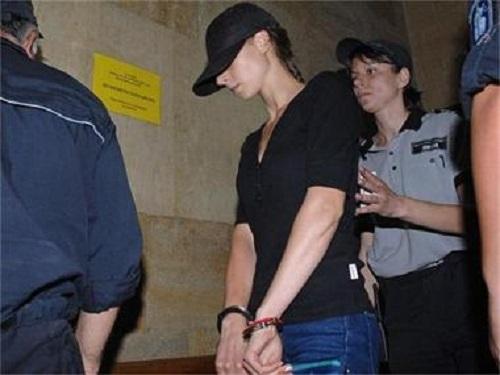 Врачанката, нападнала с нож и обрала беззащитна жена в Пудрия, остава за постоянно в ареста