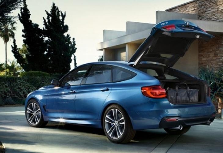 Руса шофьорка на BMW шокира всички в мрежата с начина