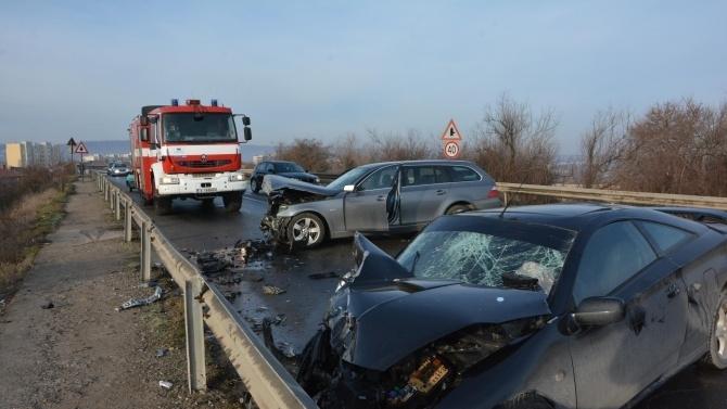 Катастрофа между два леки автомобила по пътя Шумен - Разград,