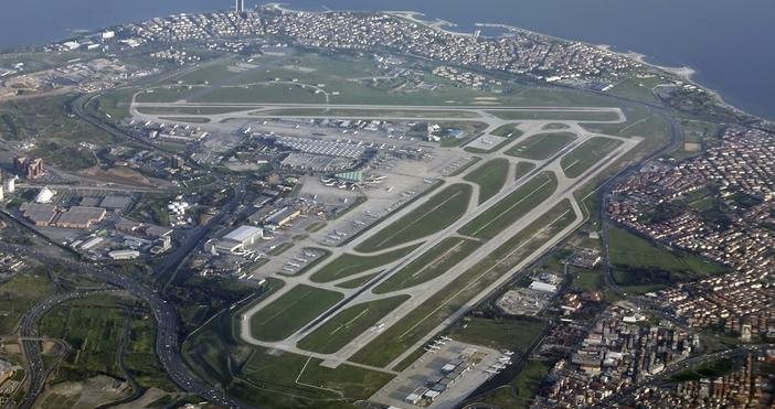 """От съботавсички редовни полети на летище """"Ататюрк"""" се прекратяват. Те"""