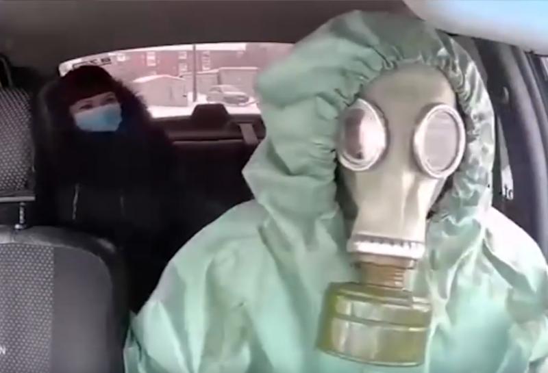 """Млад шофьор в руския град Омск се бори с """"истерията"""