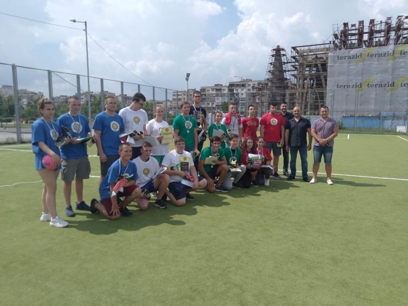 """Два отбора на Средно училище """"Христо Ботев"""" Враца, съставени от"""