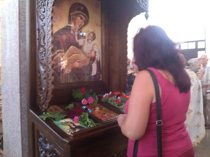 Стотици християни се помолиха за здраве и закрила пред иконата