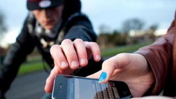 Полицията във Враца върна откраднат телефон на собственика му, събощиха