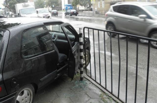 Трима пешеходци, сред които и дете са били блъснати от