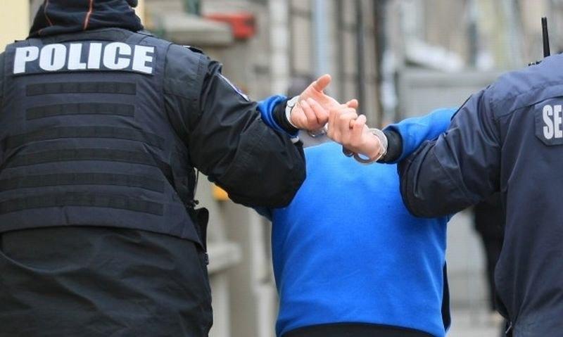 Само в BulNews! Задържаха мъжа от Три Кладенци, който запали жена си, искал да заколи и сина си