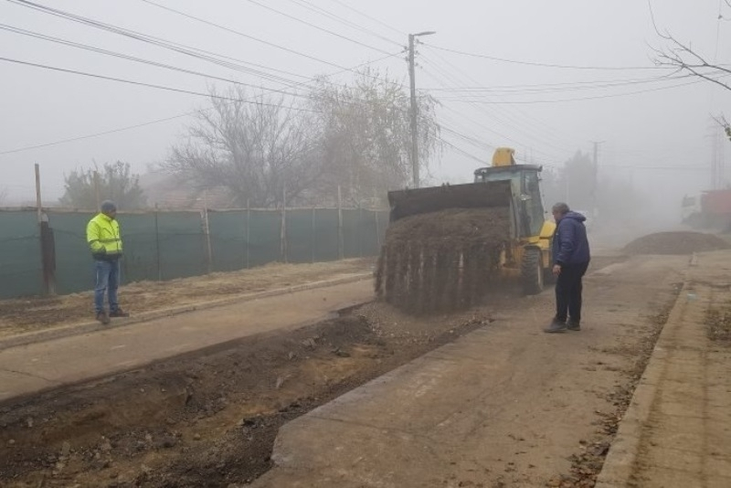 Издънките на Маринела Николова продължават: Улицата към гробището в Козлодуй пропадна за пореден път /снимки/