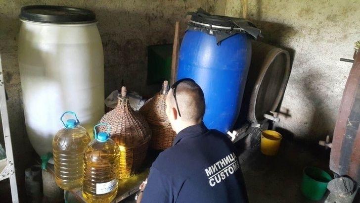 141.5 литра алкохол без бандерол иззели полицейски служители и митнически