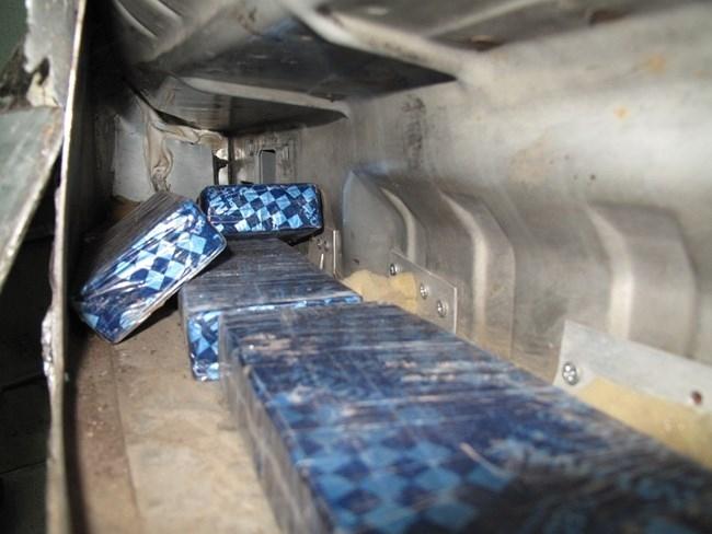 Гранични полицаи и митнически инспектори задържаха 5 кг хероин на