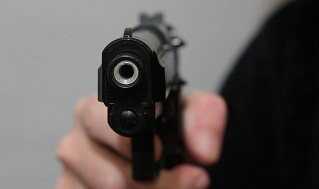 10-годишно момче е простреляно от леля си, която е и