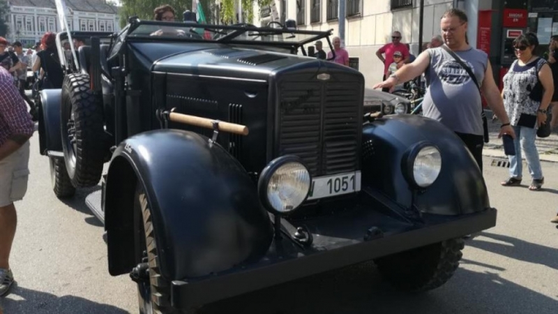 Над 100 любители на старите коли направиха парад във Видин.