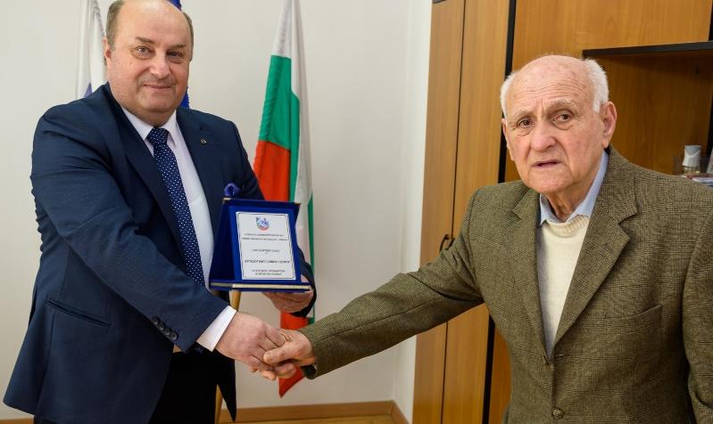 По повод професионалния празник на българския дентален лекар, директорът на
