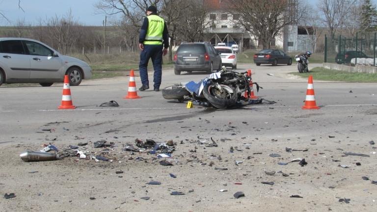 Моторист е пострадал при катастрофа в Бяла Слатина, съобщиха от