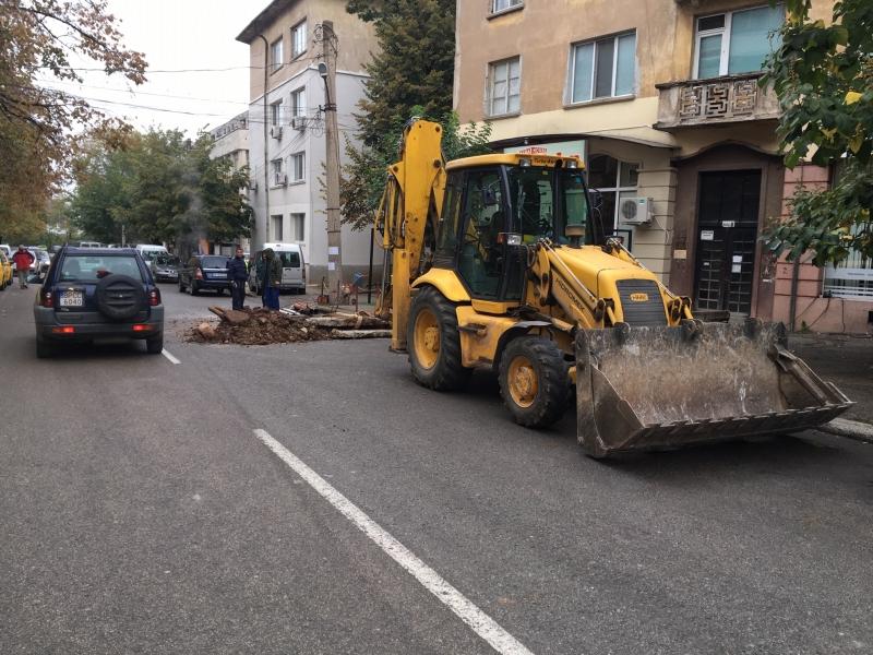 """""""Топлофикация"""" ЕАД упорито продължава да съсипва прясно асфалтираните улици на"""