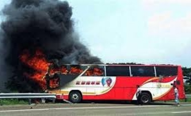 Туристически автобус се запали в китайската провинция Хунан. 26 души
