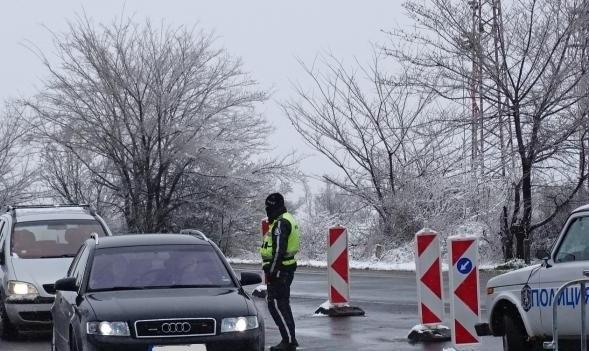 Облекчават преминаването през КПП-тата в областните центрове