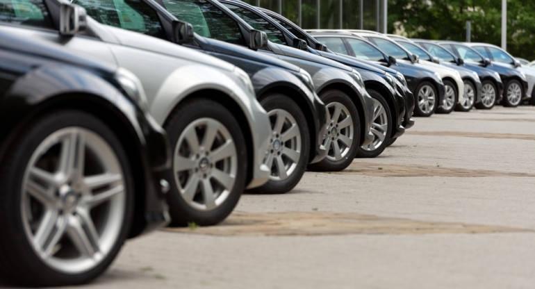 Спряхме да купуваме нови коли, България с най-голям спад