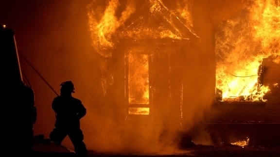 """""""След пожар в ромската махала в Разлог, шест семейства са"""