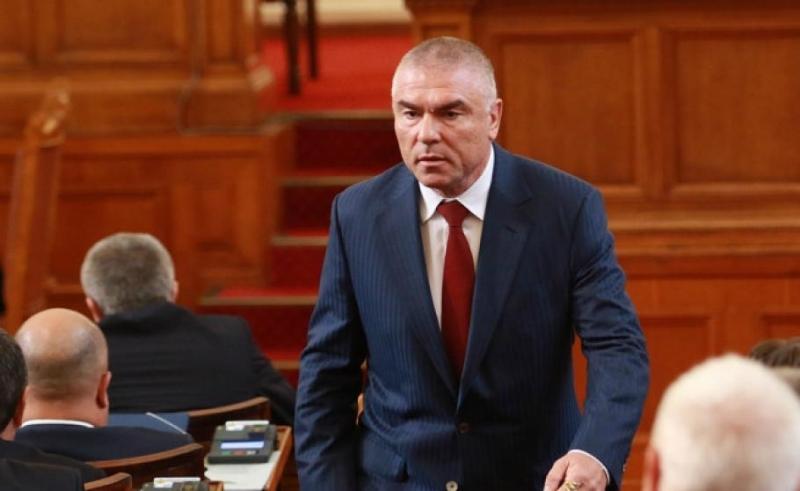 """Снимка: """"Воля"""" и ВМРО с взаимни обвинения за искани подкупи и клевети"""