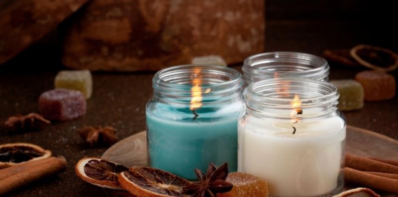 Обикновено зимата е сезонът, в който ароматните свещи се използват