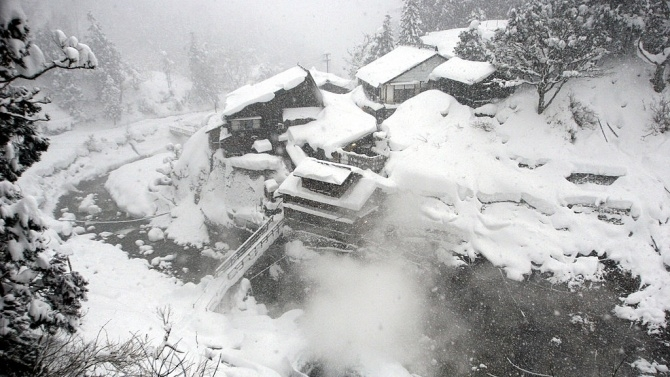 Над 60 души са загинали в ледените бури в Япония