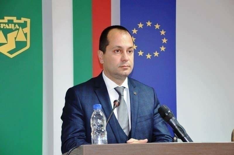 Увеличава се заплатата на врачанския кмет Калин Каменов, решението бе