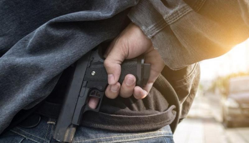Мъж заплаши с газов пистолет двама души в Кърджалийско