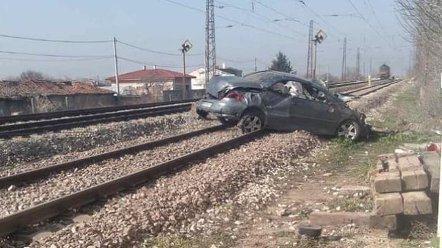 Влак е блъснал автомобил на жп прелез край пловдивското село