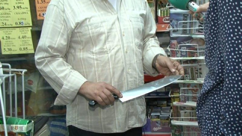 Мъж нападна с нож продавачка и полицаи във Вършец, тикнаха го в ареста