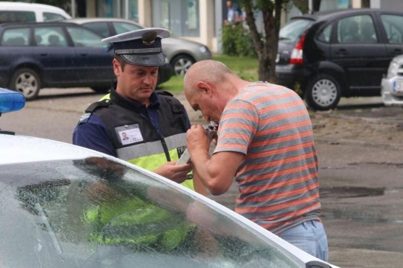 Полицаи са хванали поредните двама врачани, седнали зад волана след