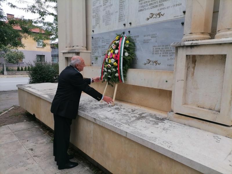 Областният управител на Враца Иван Сълов поднесе венец за Деня